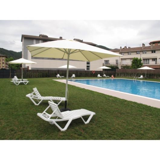 Tumbona master piscina y playa muebles de jardin y for Piscinas con patas